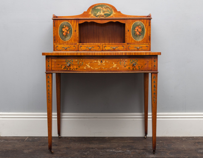 Ladies dressing desk